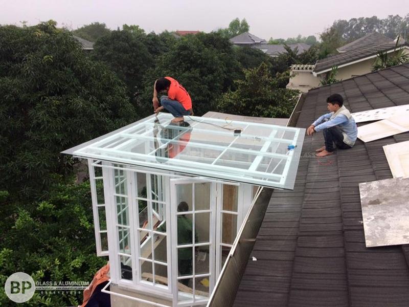 Lắp mái kính cường lực tại Biệt Thự Long Biên