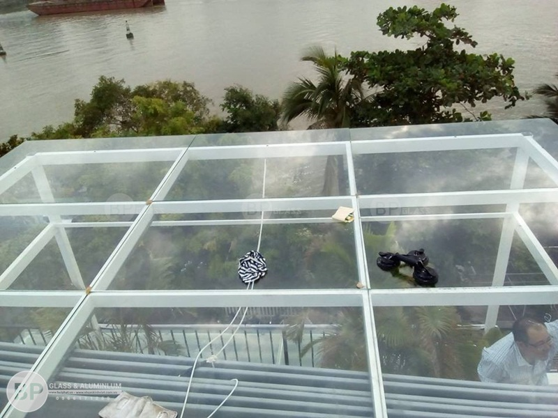 Lắp mái kính cường lực nhà anh Sang Quận 3, HCM