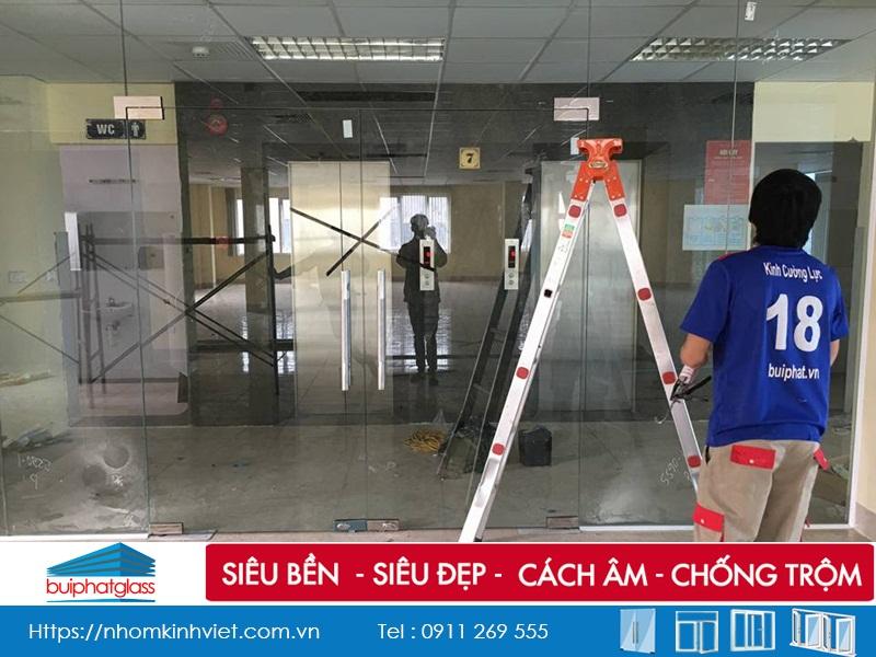 Sản phẩm cửa kính bản lề sàn vvp thái lan tại Nguyễn Xiển