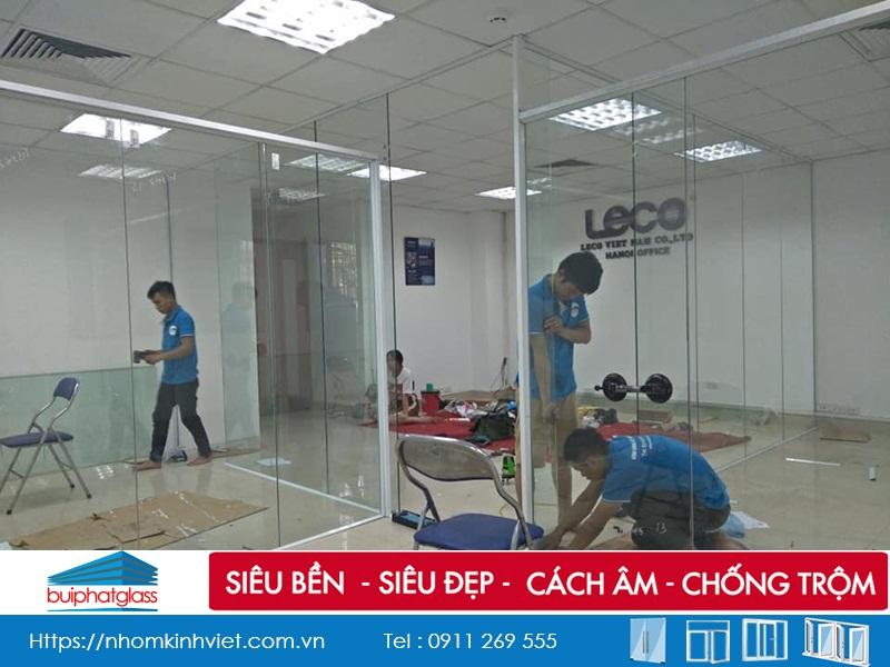 Cửa kính, vách kính văn phòng tại 165 Bà Triệu