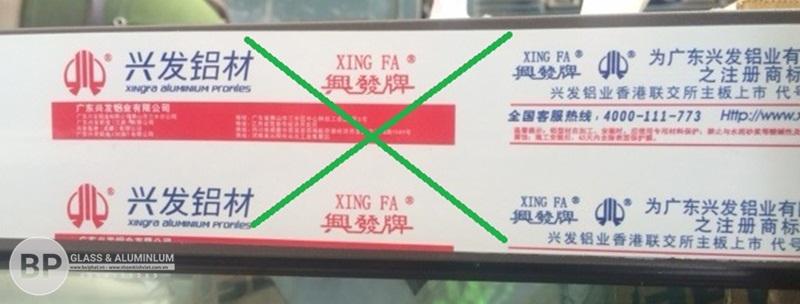 tem nhôm XINGFA giả nhái không có mã vạch Code QR