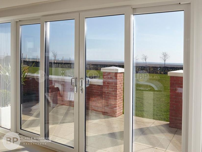 cửa kính khung nhôm, cửa nhôm 4 cánh,