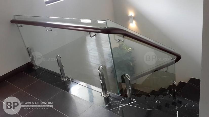 cầu thang kính cường lực , cầu thang kính hiện đại