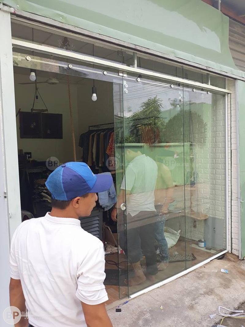 Làm cửa kính lùa phi 25 anh Đức 666 Nguyễn Văn Quá, HCM