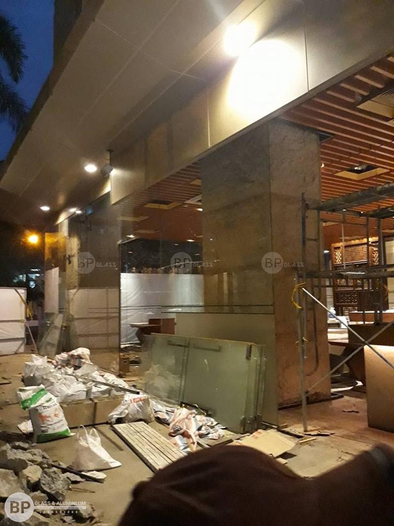 Thi công vách cửa kính cho khách sạn Intercontinental, HCM