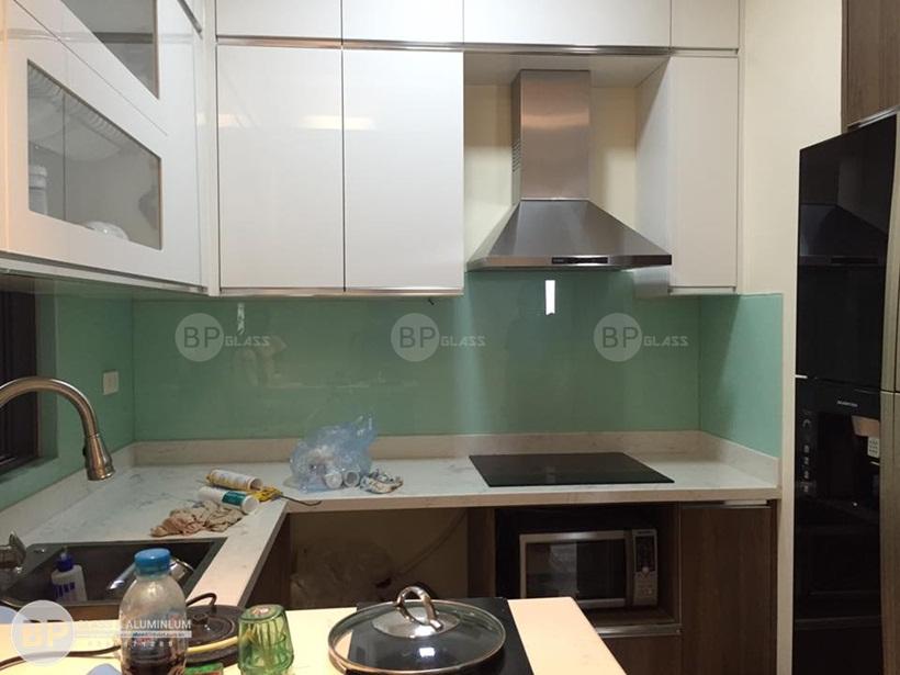 Kính sơn màu ốp bếp chung cư Ngoại Giao Phạm Văn Đồng Buiphat.vn 1