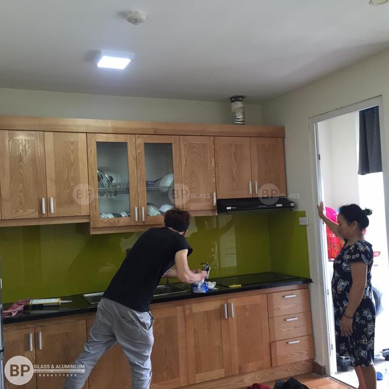 lắp kính ốp bếp tại CT7C Dương Nội