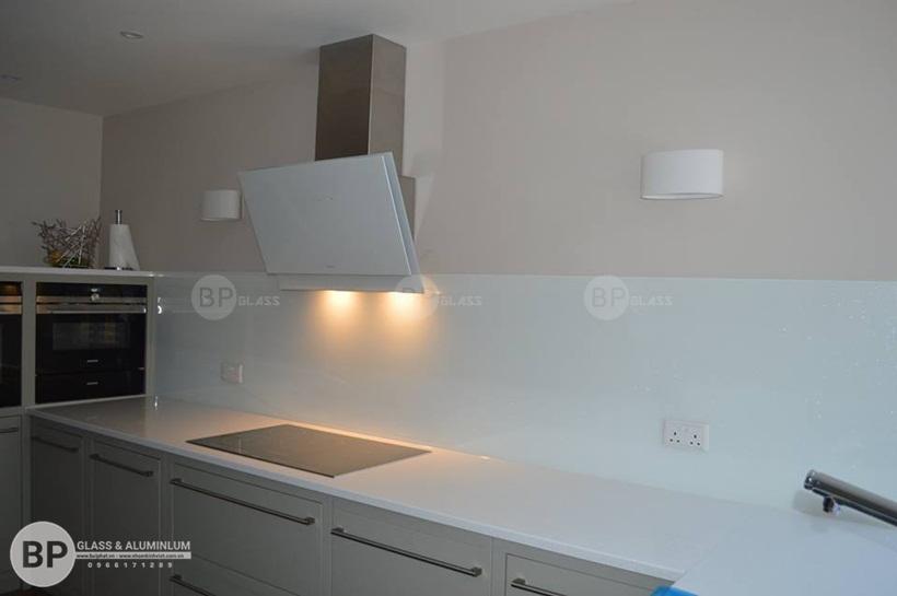 lắp kính ốp bếp nhà anh Quỳnh Xã Đàn 1