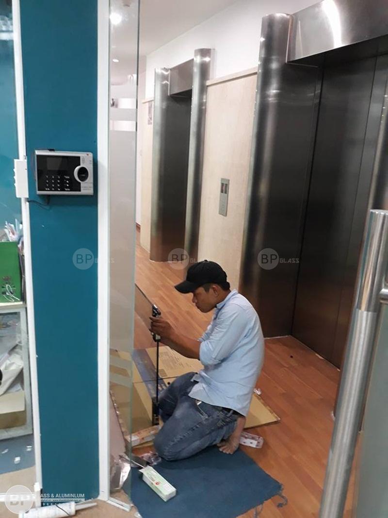 Thi công vách kính văn phòng em Lan Nguyễn Đình Chiểu, HCM