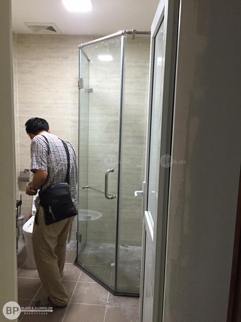 Vách tắm kính 135 tại Số 4 Chính Kinh