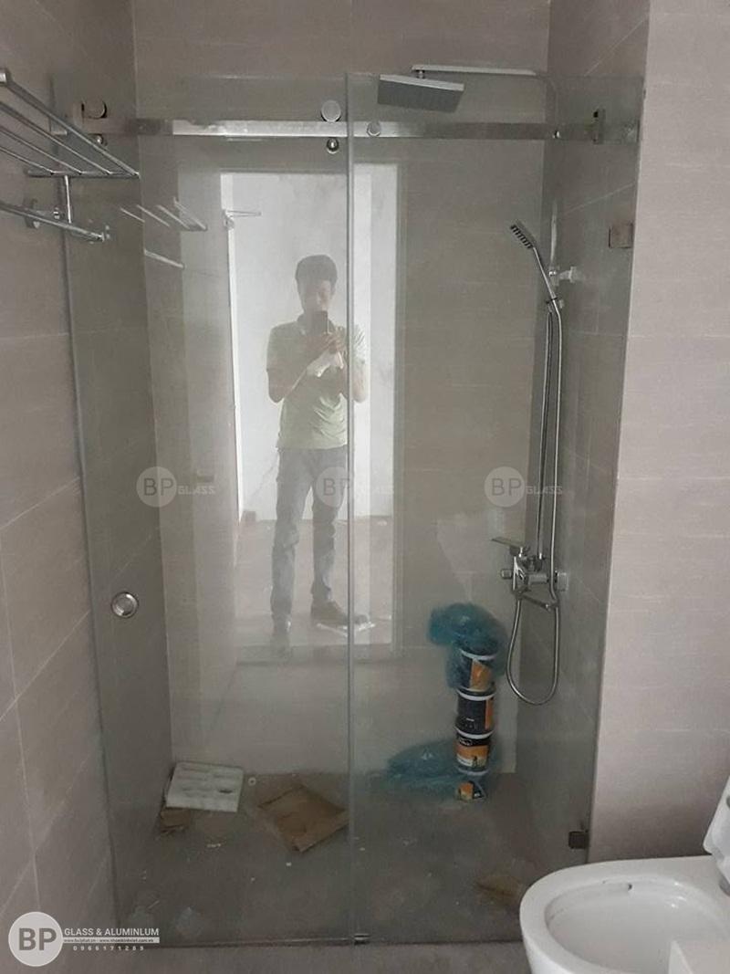 thi công lắp đặt vách tắm kính, cabin tắm tại goldsilk vạn phúc