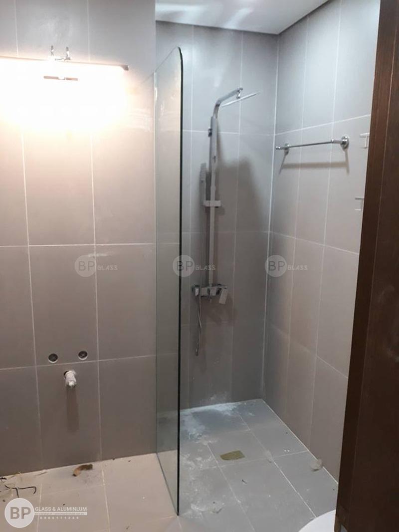 lắp vách ngăn kính phòng tắm tòa Ruby Hồ Tùng Mậu