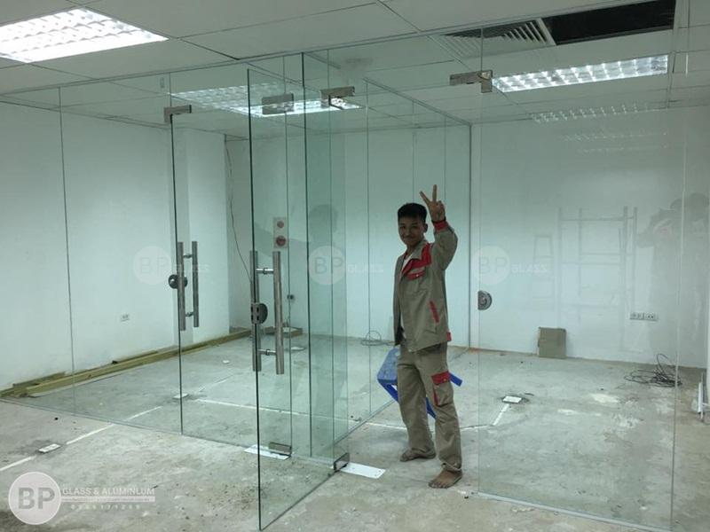 vách kính văn phòng , thi công vách kính văn phòng đẹp hiện đại
